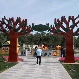 雕塑大树门