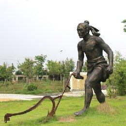 雕塑犁田播种