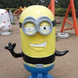 雕塑小黄人
